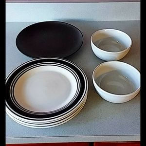 Dinner plates, bowls, AND plater! 7 items 1 price!